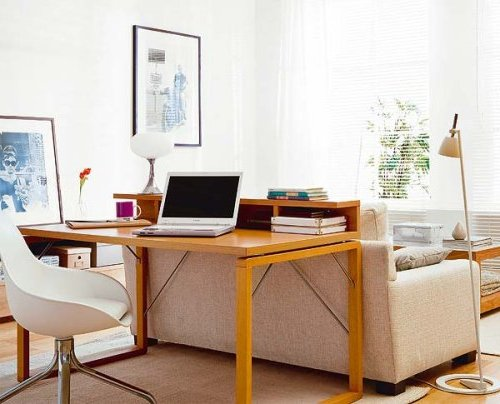 escritorio detrás de sillon en el salón
