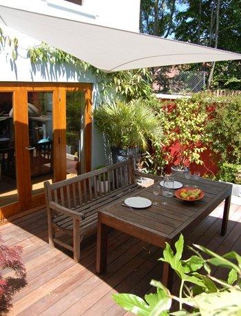 Jardines modernos 60 fotos e ideas de dise o de patios - Toldos para patios interiores ...