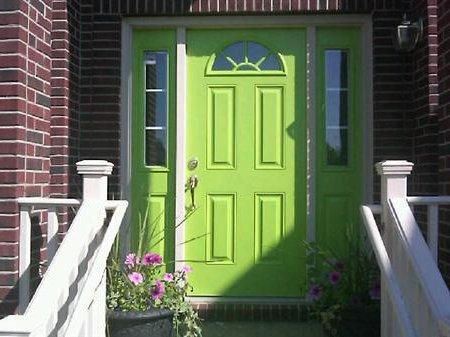 Puertas principales qu color elegir 60 fotos ecoraideas for Idealista puertas verdes