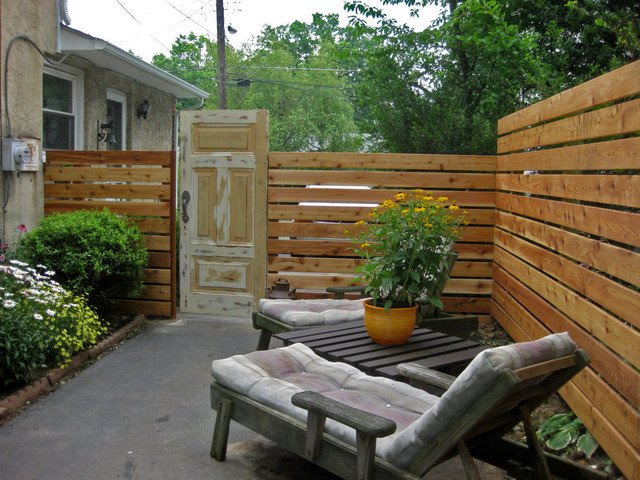 Patios y jardines de casas 40 fotos e ideas for Decoracion vallas jardin