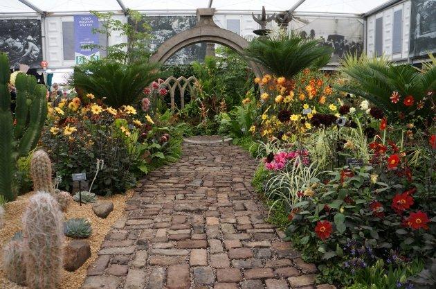 Jardines mexicanos 30 im genes e ideas para inspirarse for Muebles de piedra para jardin