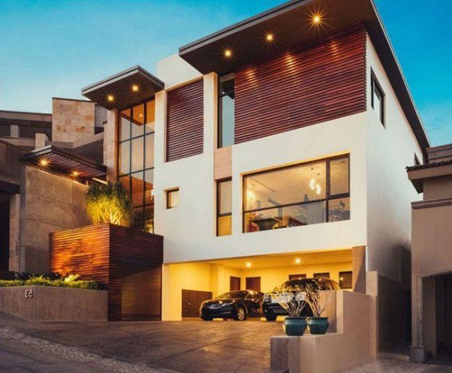 casa blanca y madera