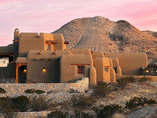 Casa en color tierra