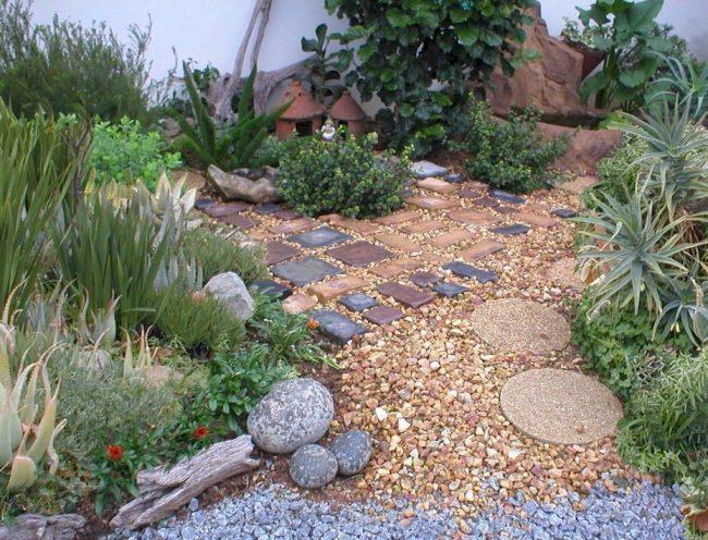 Jard n de piedras 30 im genes e ideas ecoraideas for Poner piedras en el jardin