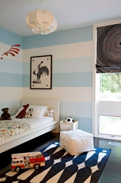 pared con rayas en tonos de azul