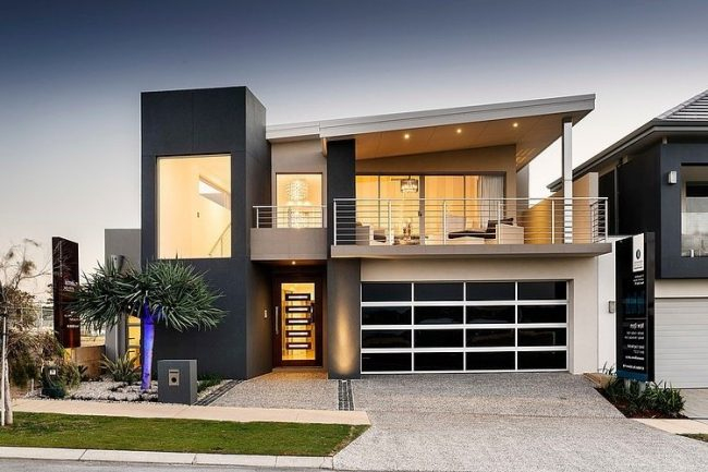 casa minimalista con rejas blancas