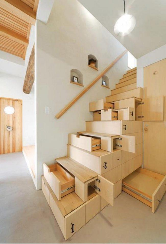 Escaleras modernas 50 fotos e ideas ecoraideas for Escaleras en poco espacio