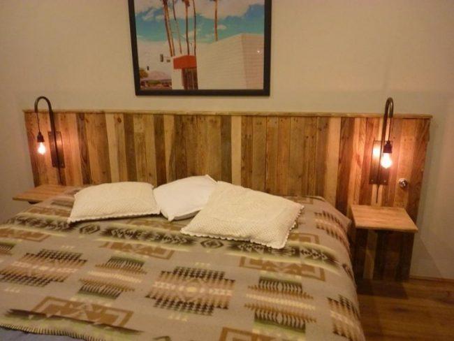 Muebles con palets 130 ideas de mesas sillones sof s for Cabeceras de cama con tarimas