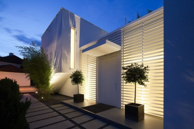 Fachadas de casas modernas 2019 de 70 fotos for Plantas minimalistas para exteriores